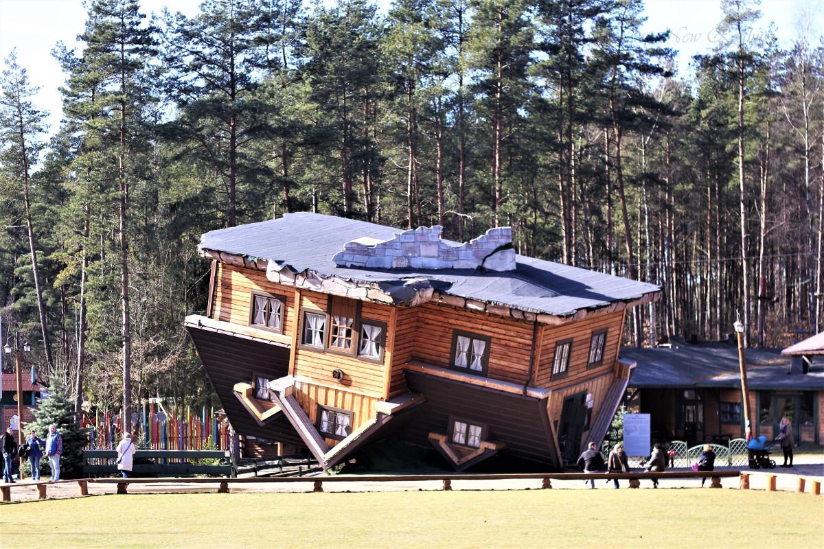 upside-down-house-Szymbark-Poland