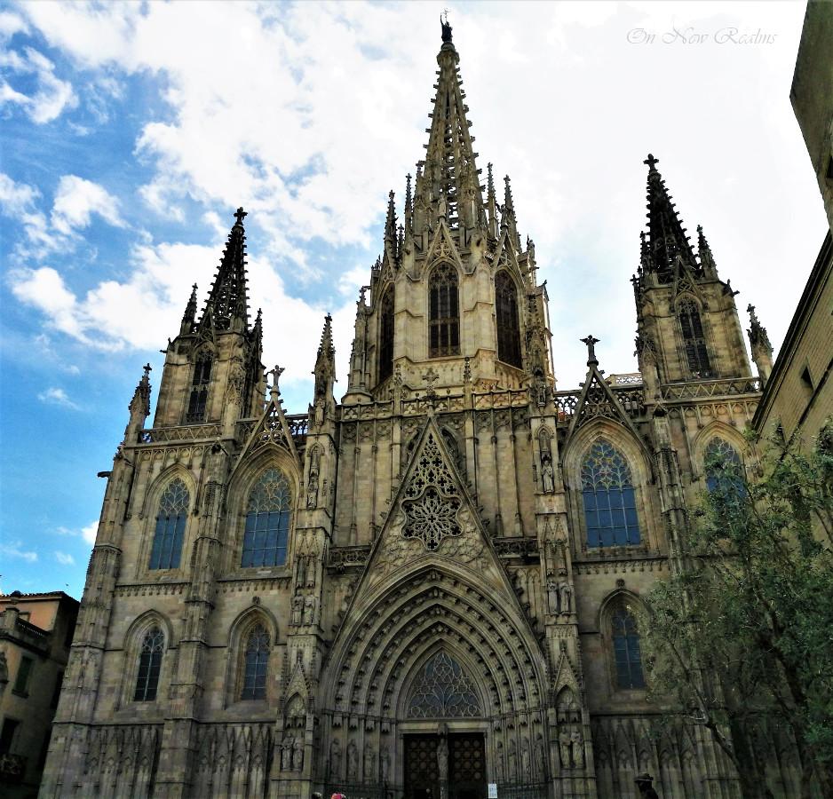barri-gotic-cathedral-barcelona
