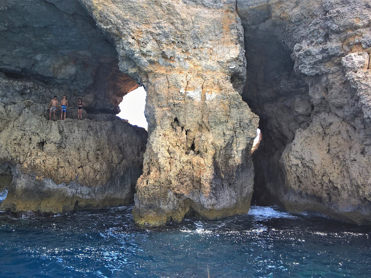 Caves-Comino