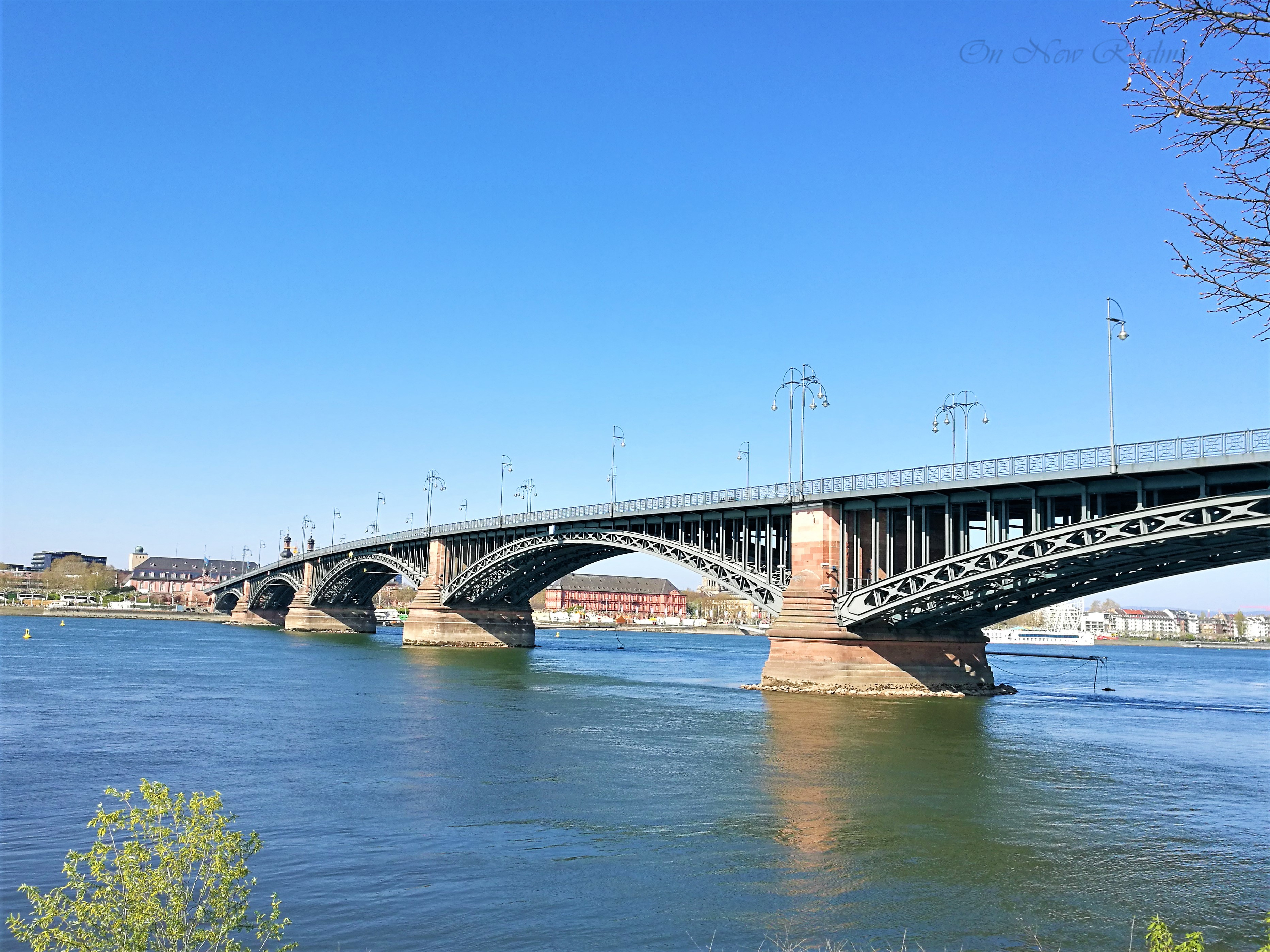 Rheinufer-Mainz-Germany-2
