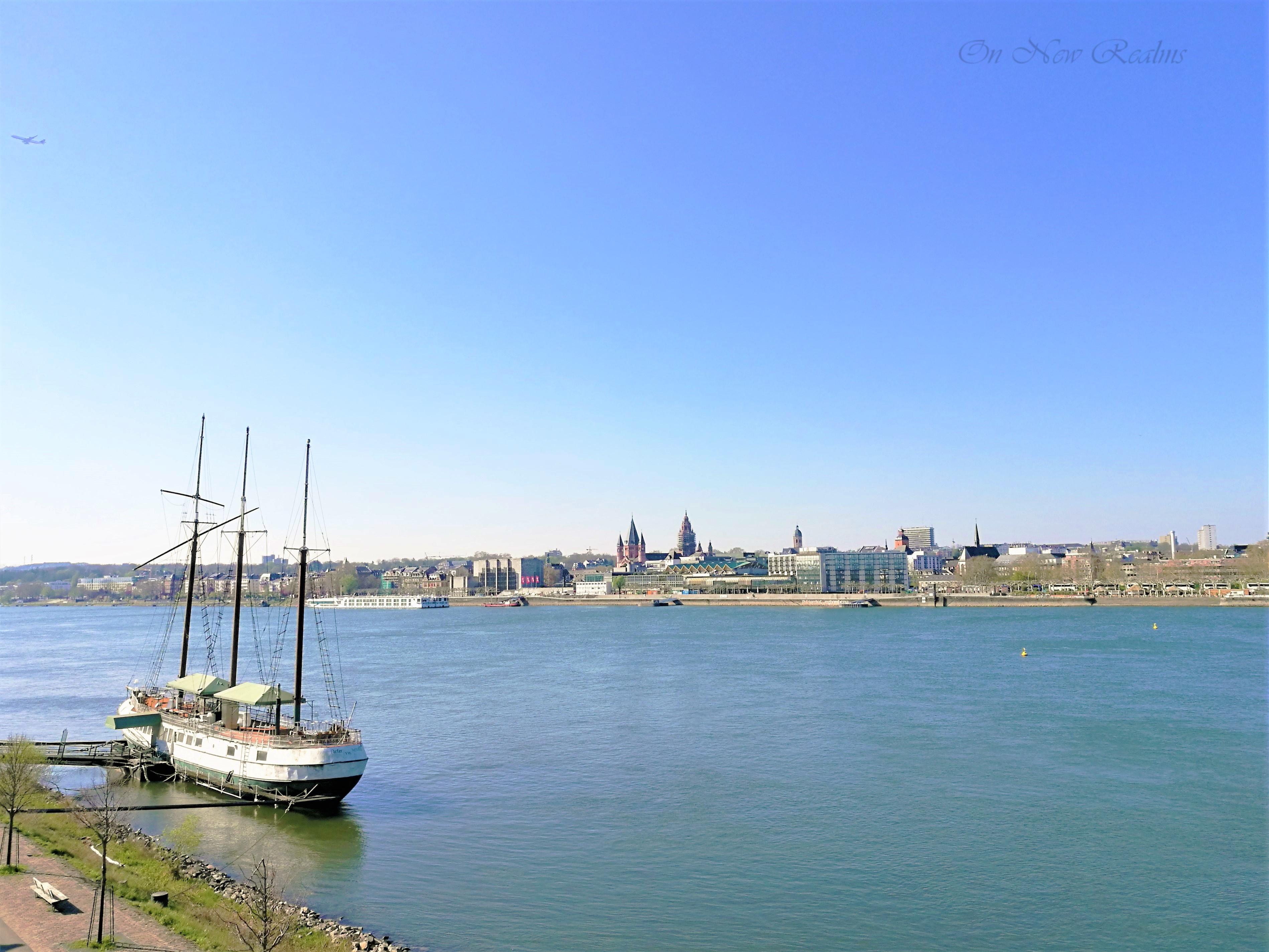 Rheinufer-Mainz-Germany-3