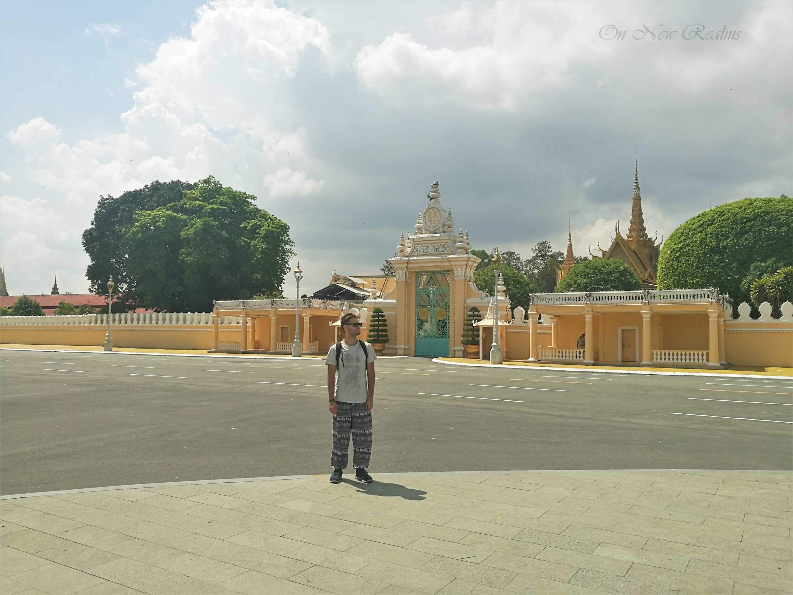 Phnom-Penh-Royal-Palace-scaled
